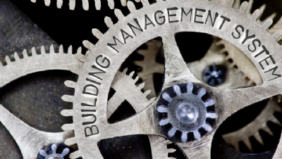Building Management System or caretaker: which route to energy savings?
