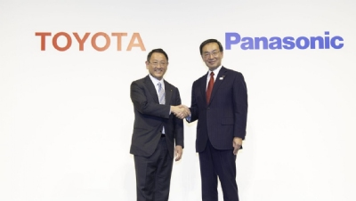 Toyota's vice president Shigeki Terashi and Panasonic's senior executive officer Masahisa Shibata announced the partnership in Tokyo today (22 January)
