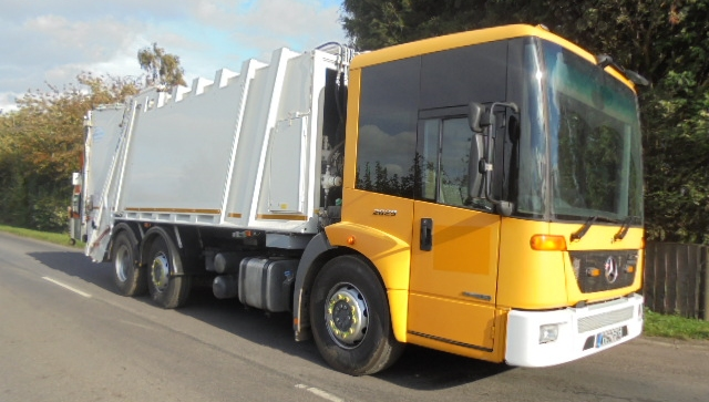 FOR SALE: 2010 YEAR 6X2 EURO 5 MERCEDES ECONIC RCV WITH 70/30 SPLIT TWIN PACK BODY AND TERBERG LIFTS